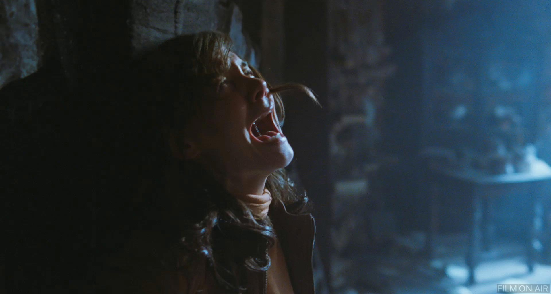 katie holmes screams in don t be afraid of the dark in don t be afraid