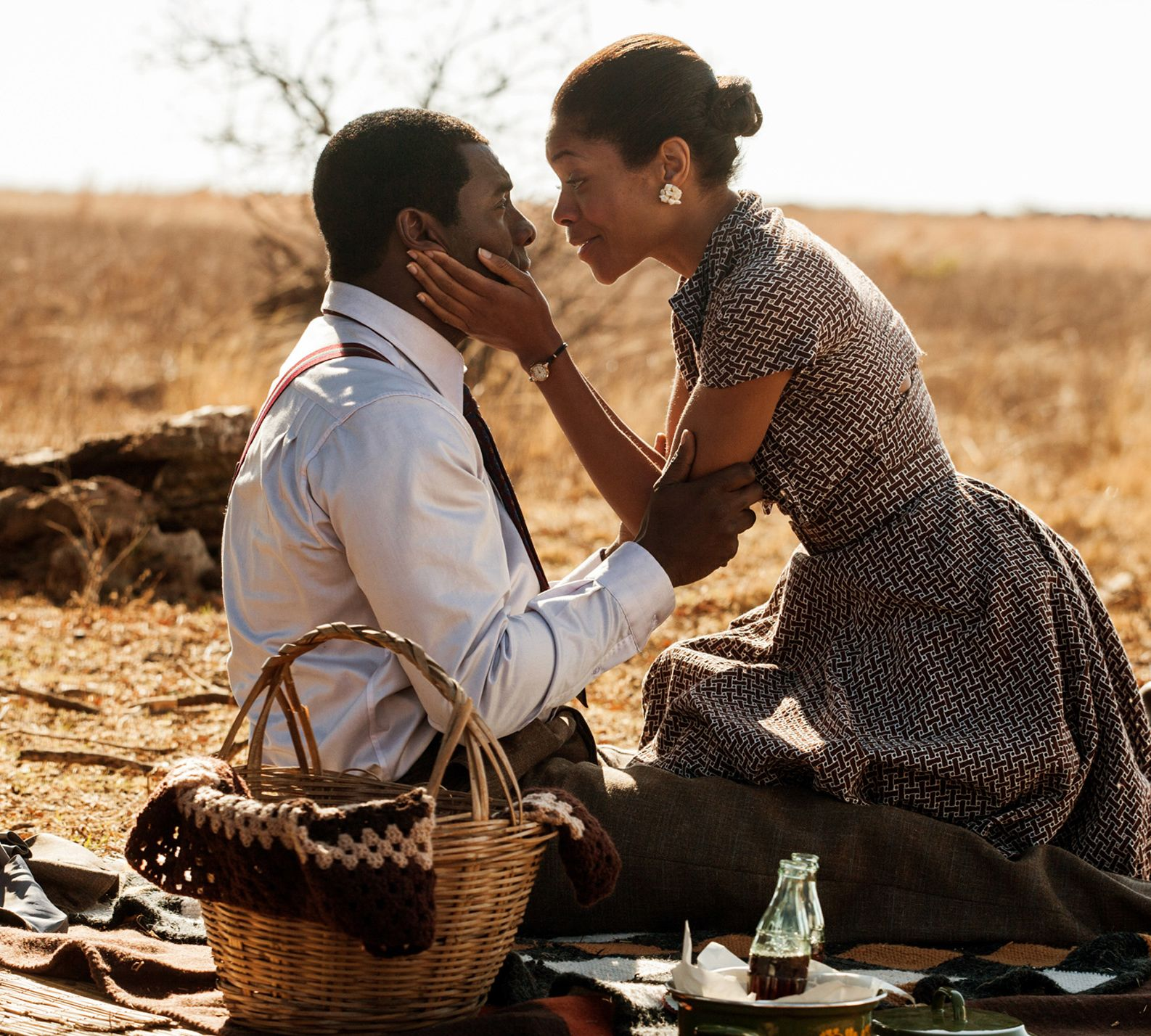 Idris Elba and Naomie Harris have a picknick in their new fi
