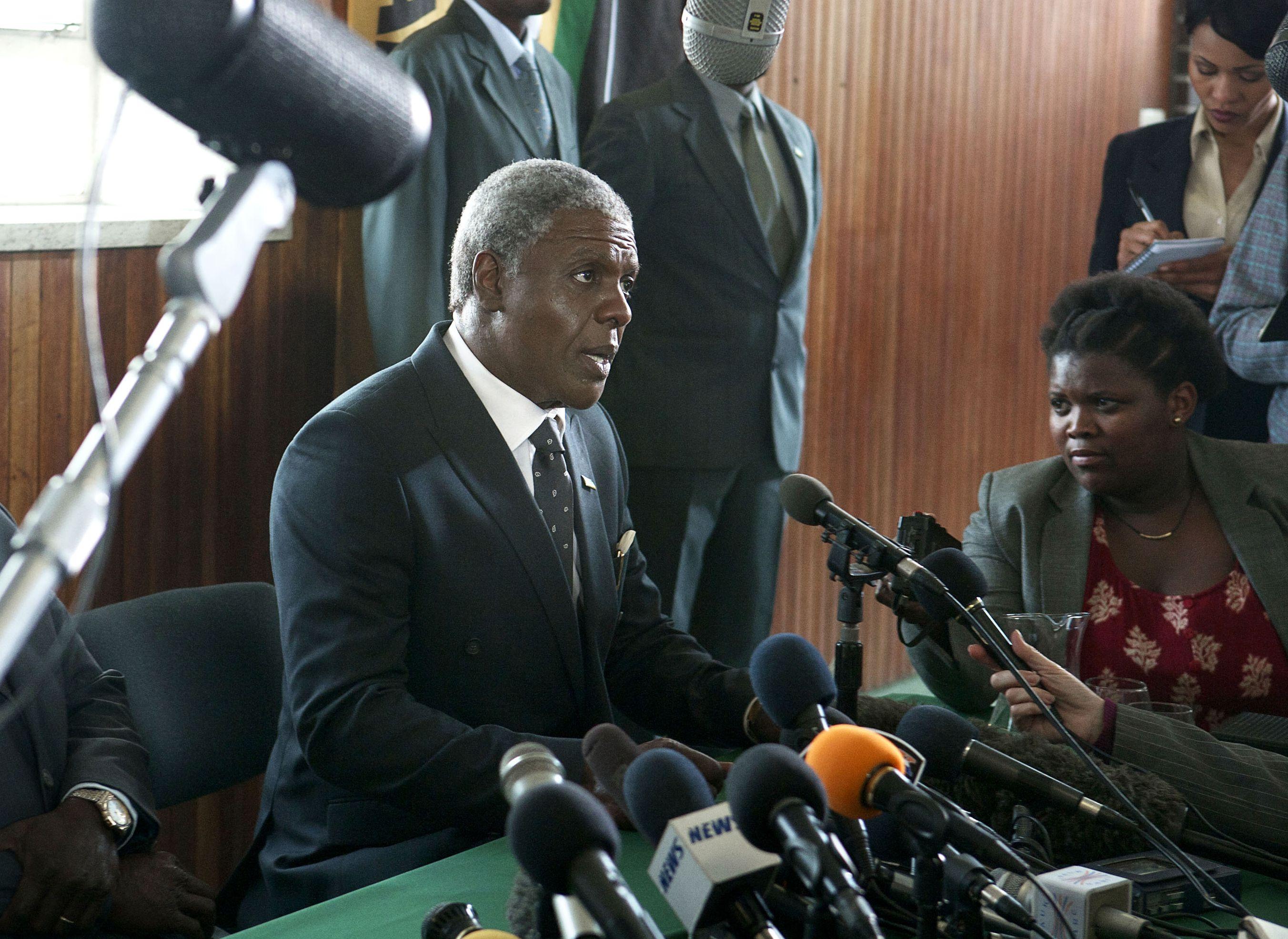 Idris Elba as old Mandela