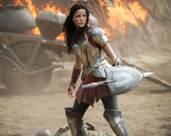 Jaimie Alexander in action, Thor 2