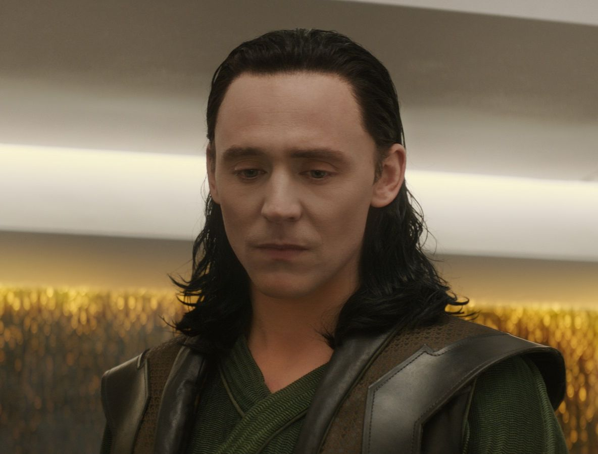 Tom Hiddleston (Loki) imprisoned