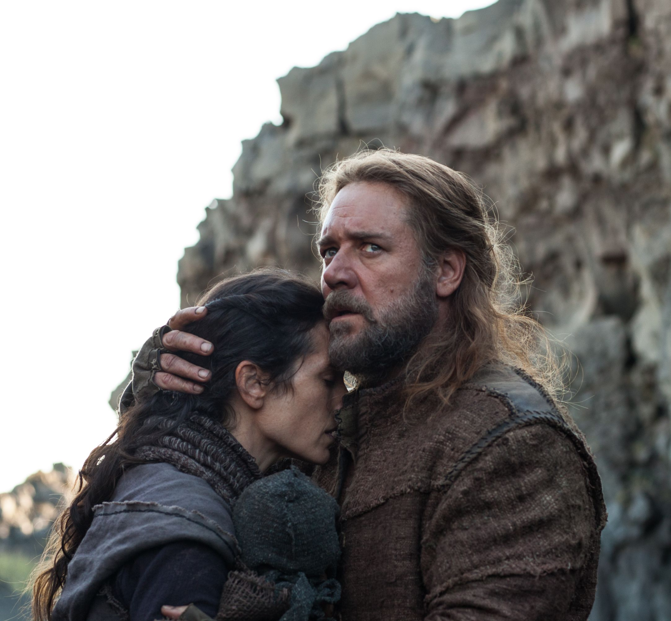 Noah (Russell Crowe) protecting wife and kid