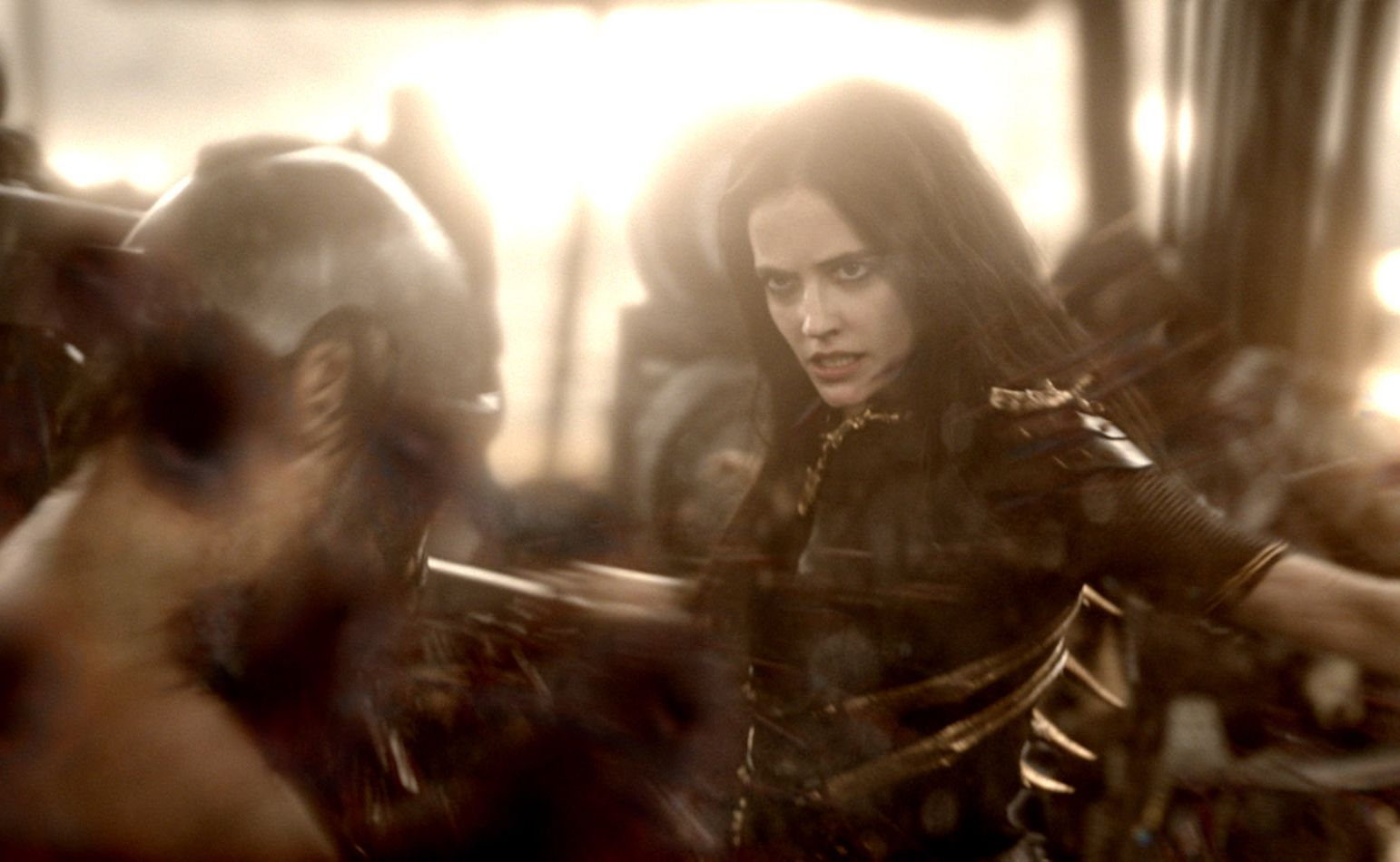 Eva Green delivers fatal blow, 300: Rise of an Empire