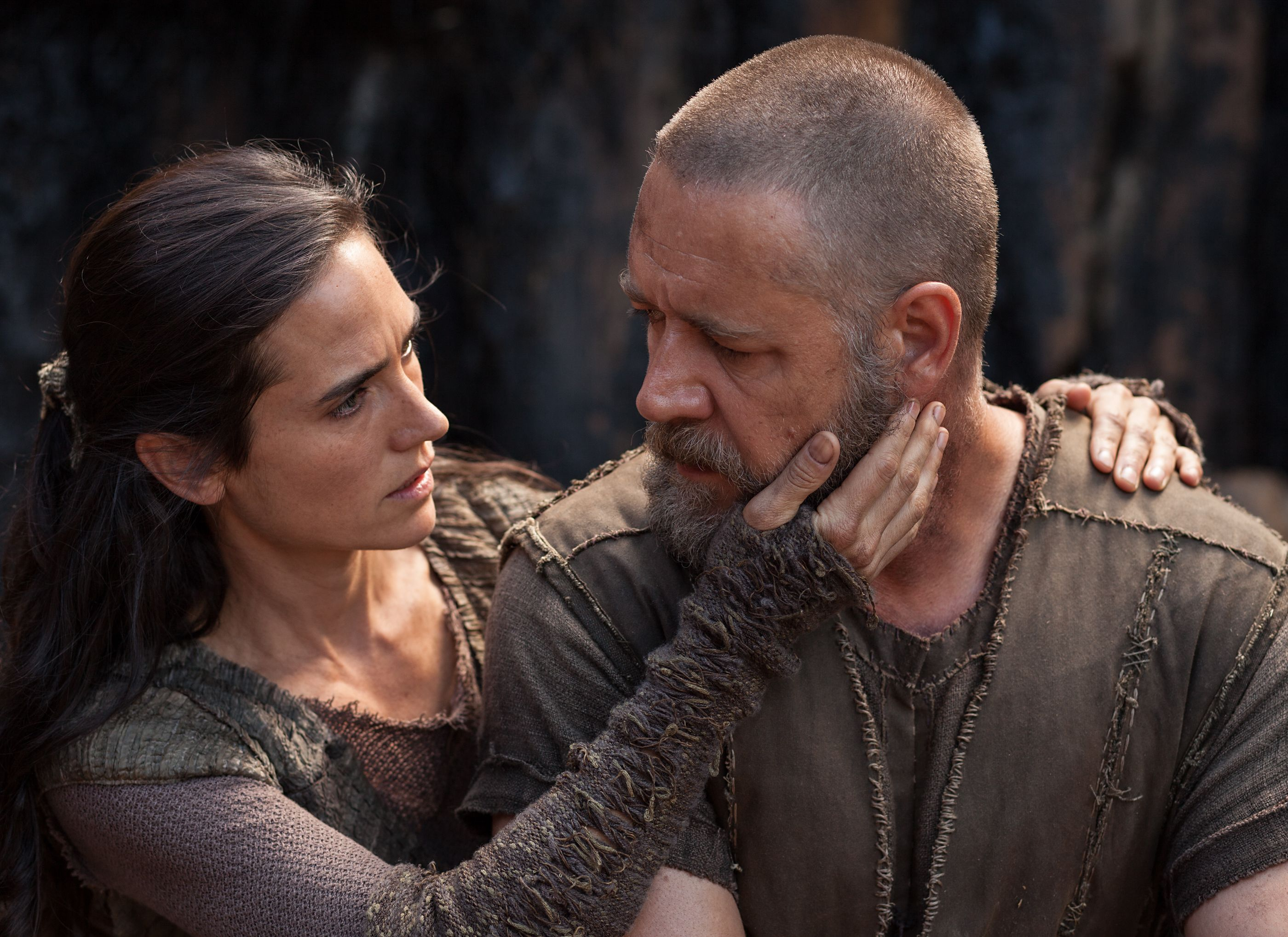 Jennifer Connelly and Russell Crowe as husband and wife in N