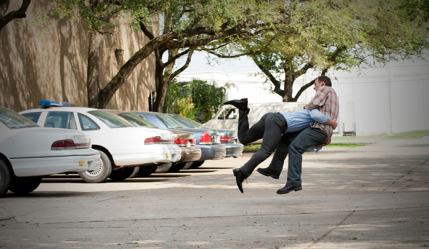 Infuriated Hart attacks Cohle in parking lot
