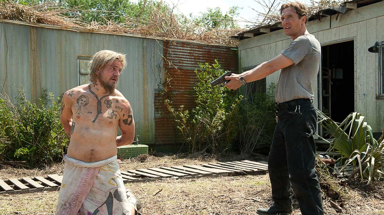 Cohle draws his gun on Reggie Ledoux