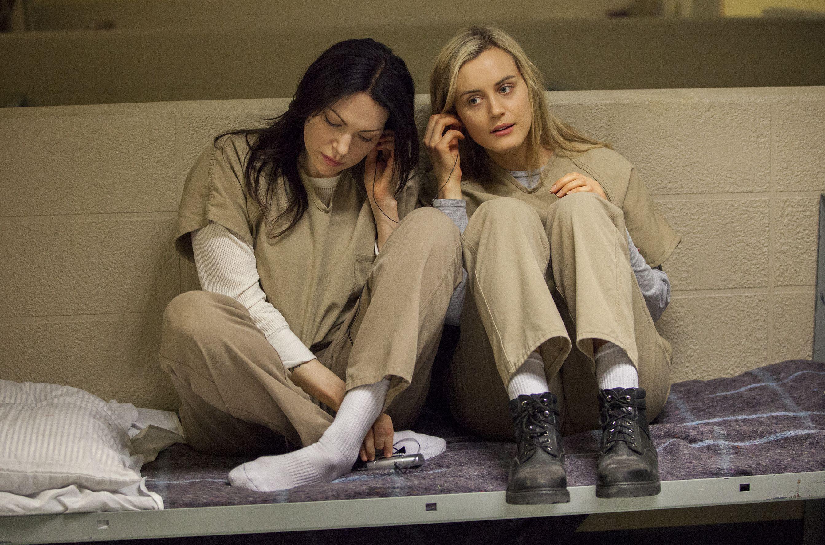 Alex and Piper listening to some music. Orange is the New Bl