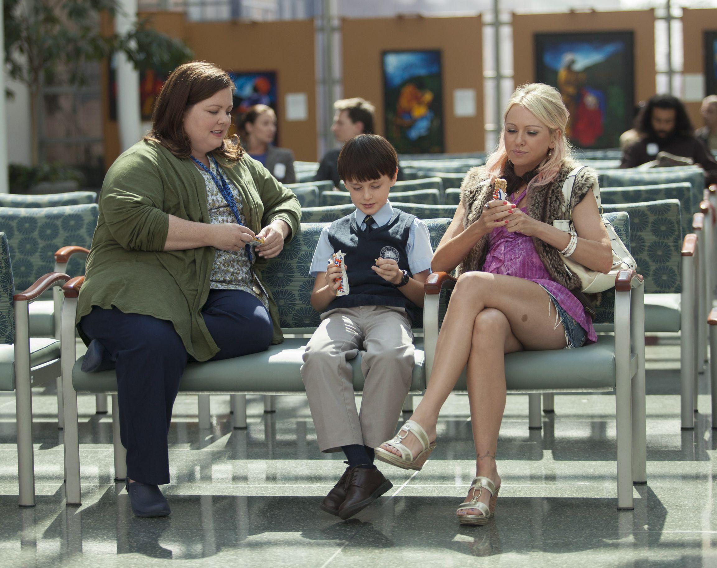 Melissa McCarthy and Naomi Watts sit around eating in St. Vi