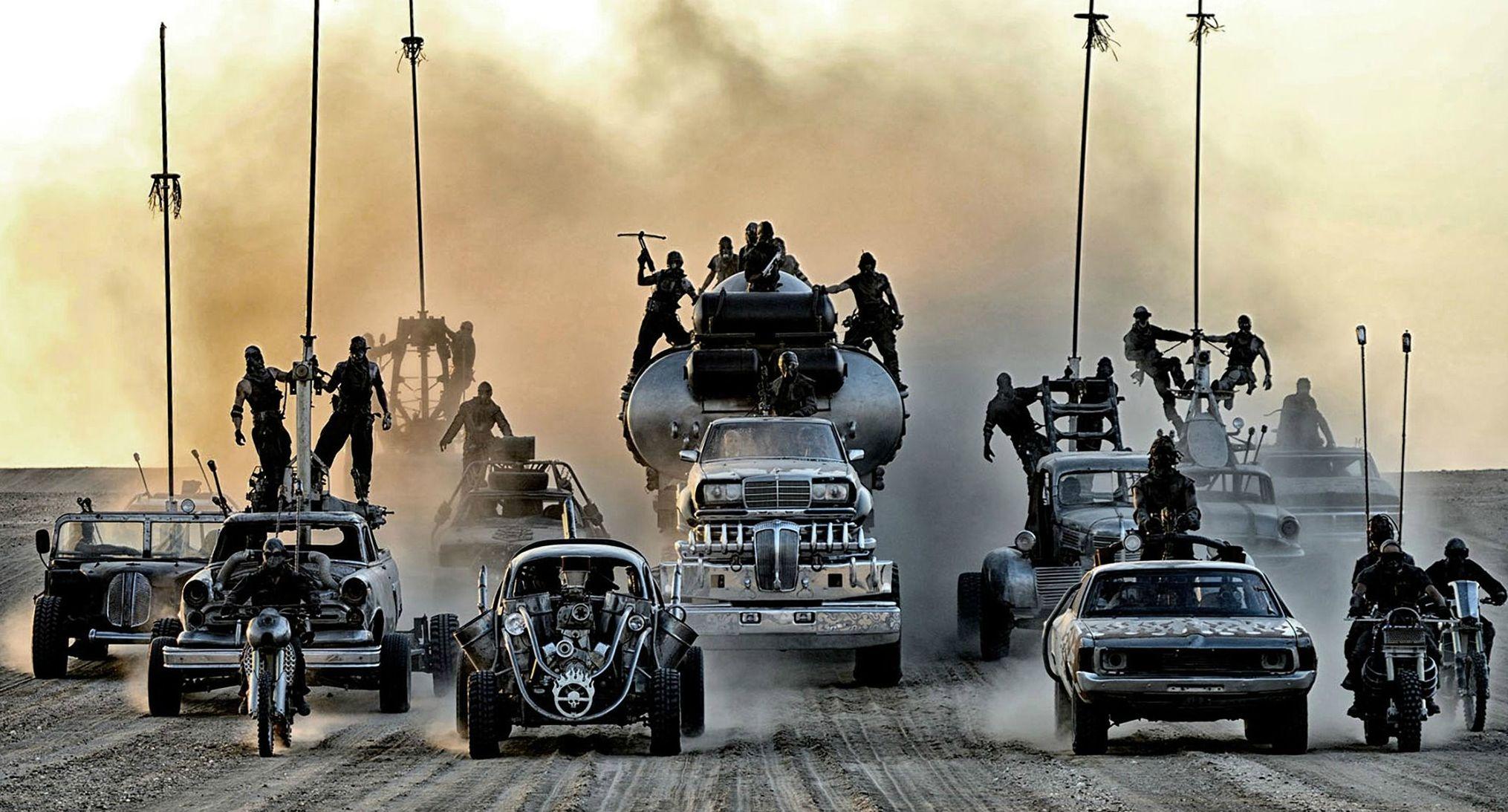 Bikers, cars and trucks coming - Mad Max: Fury Road