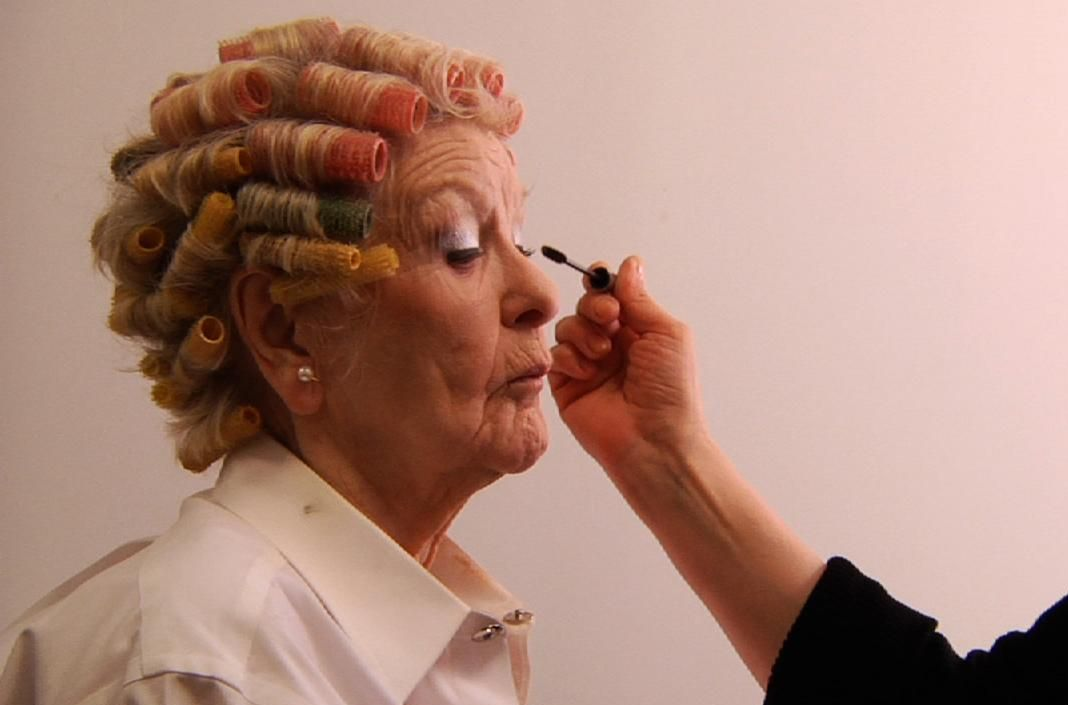 Elaine Stritch getting her make-up on