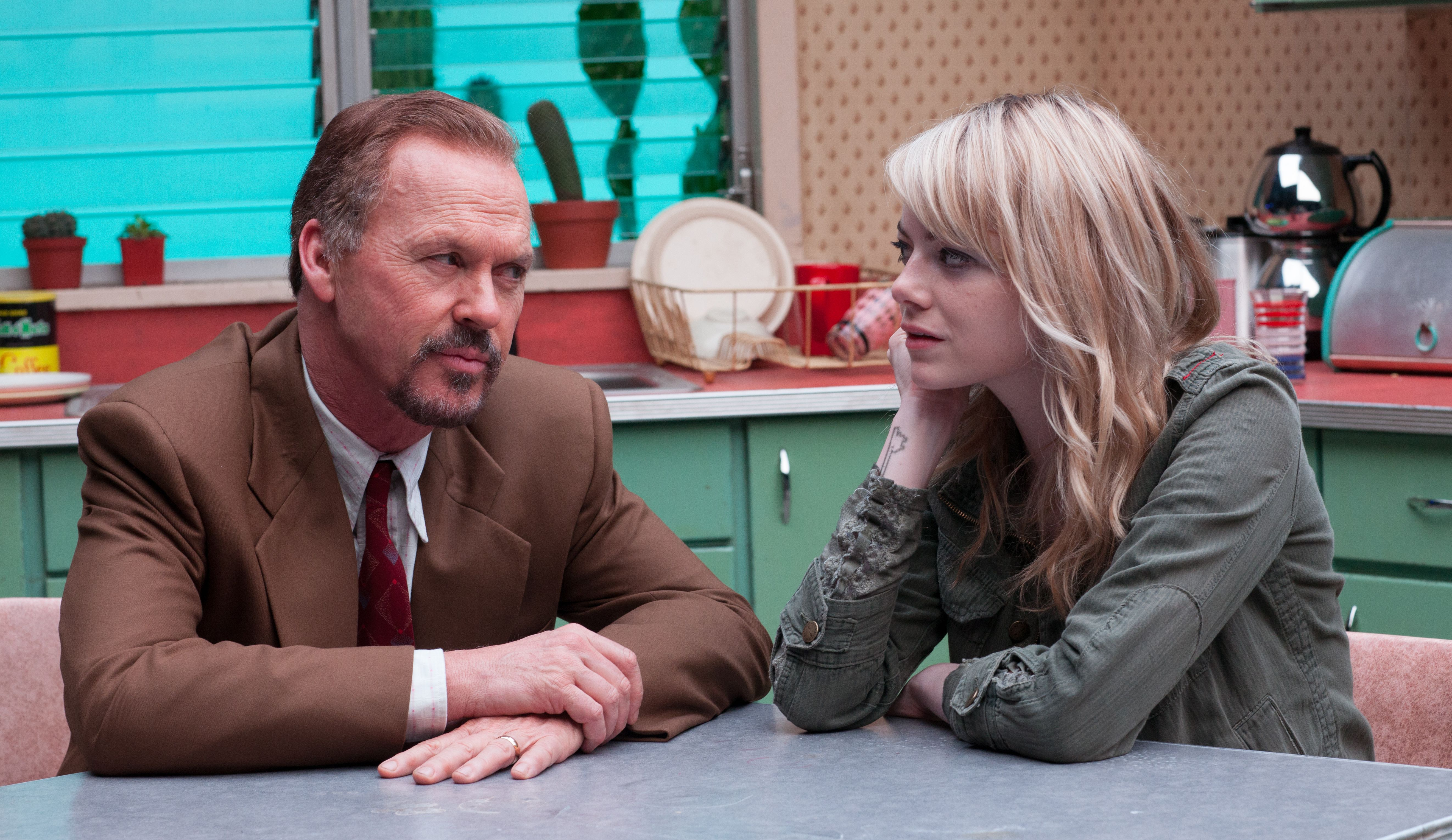 Michael Keaton and Emma Stone have a chat as Riggan and Sam