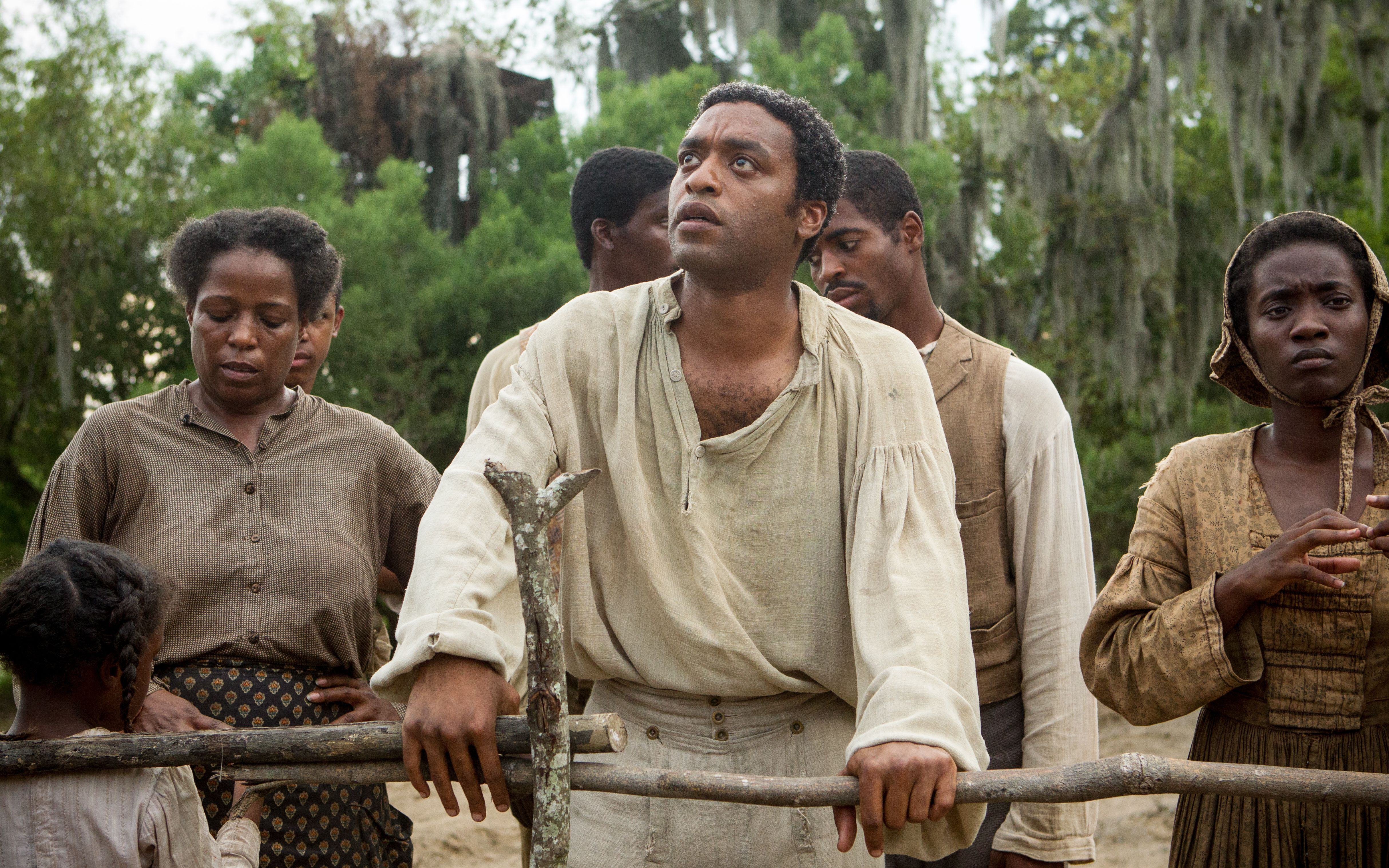 Chiwetel Ejiofor as Solomon Northup looking up