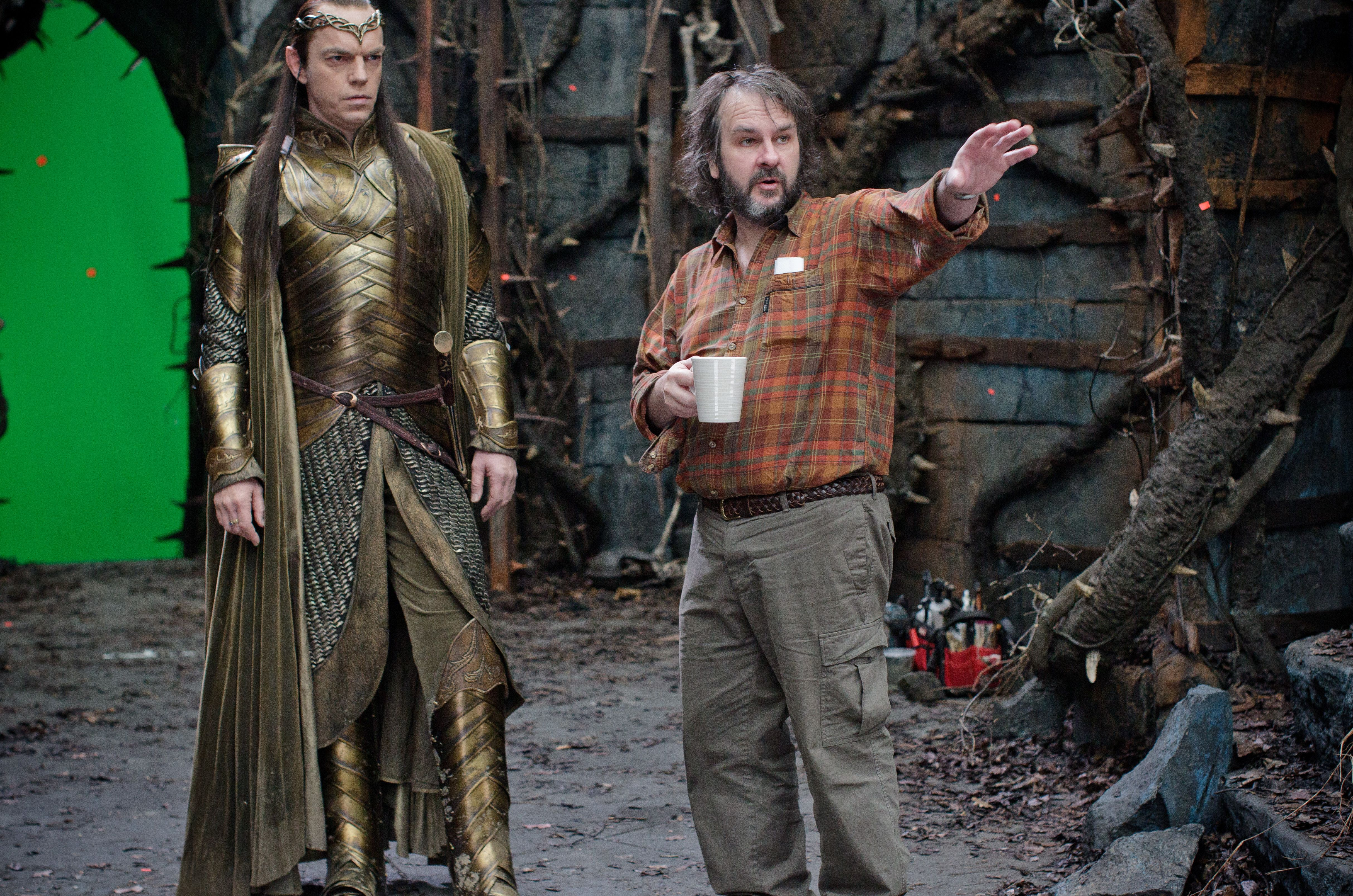 peter jackson directing hugo weaving as elrond in front of