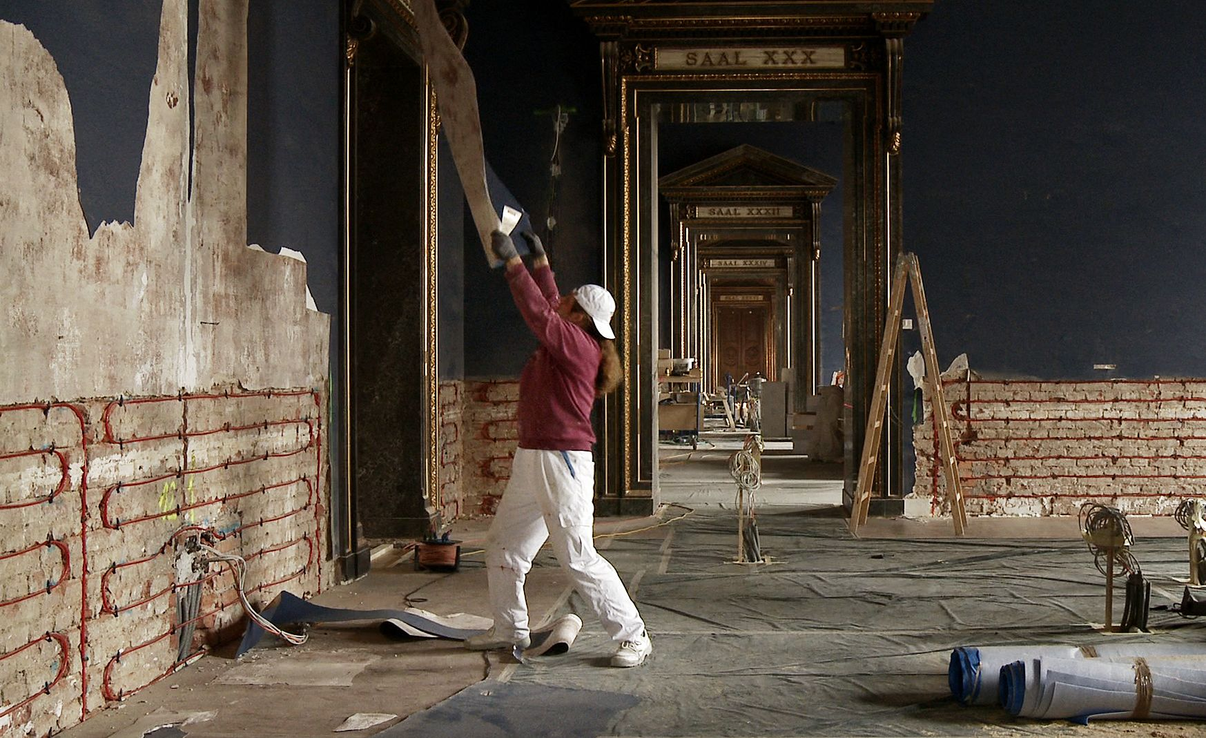 Stripping the museum walls of the Kunsthistorisches Museum i
