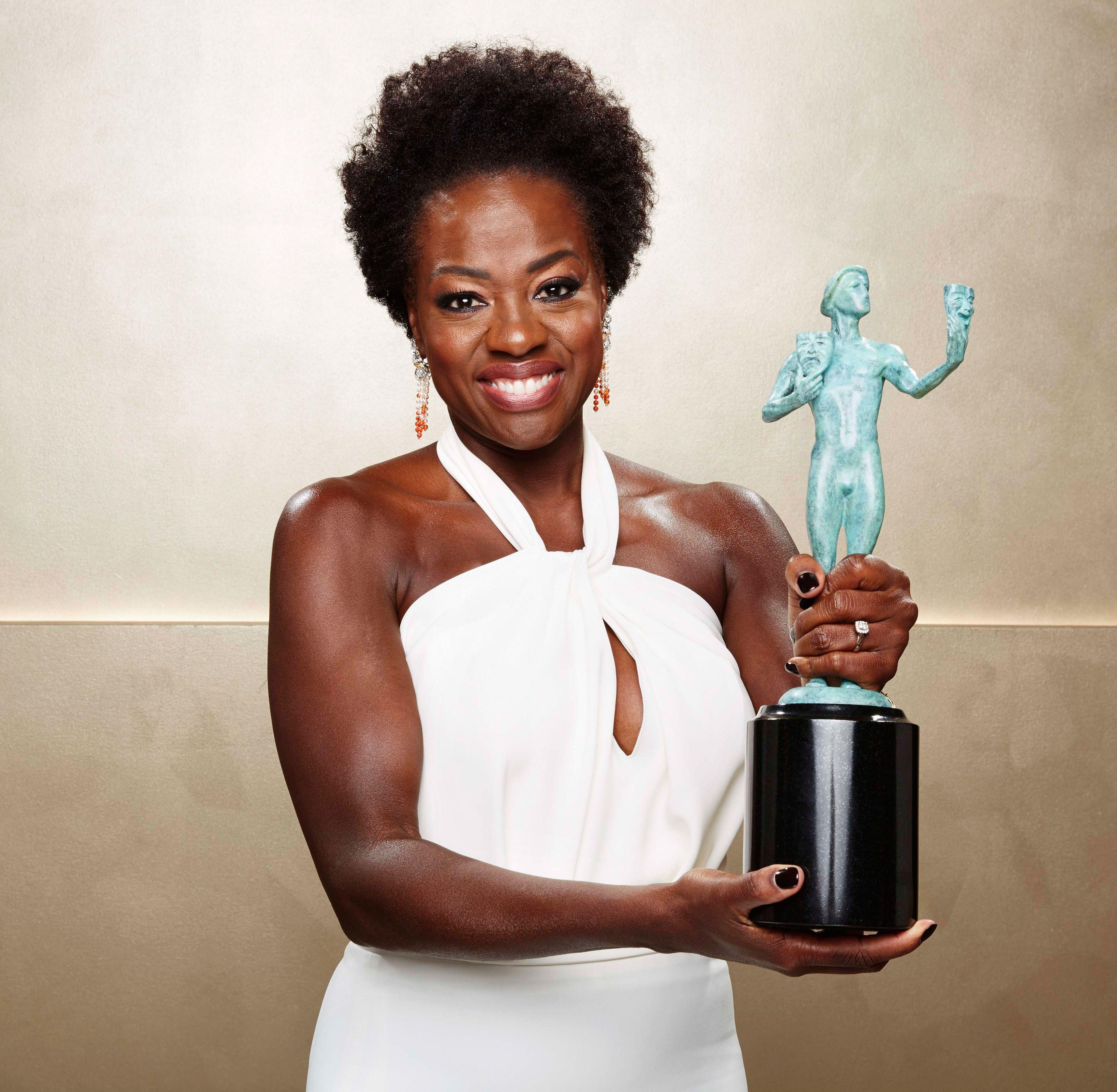 Viola Davis and her SAG Award fo leading actress in a Drama