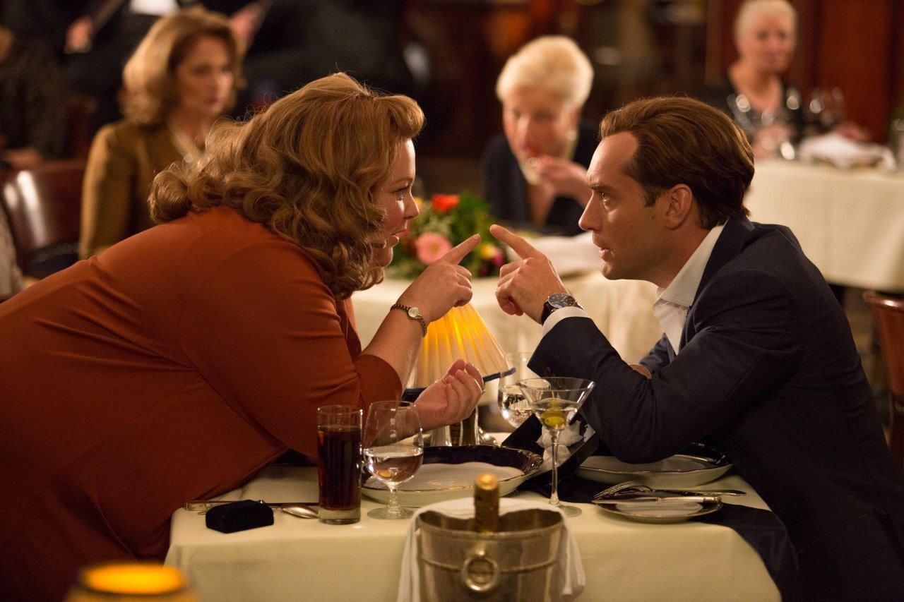 Melissa McCarthy and Jude Law Point Fingers in Spy