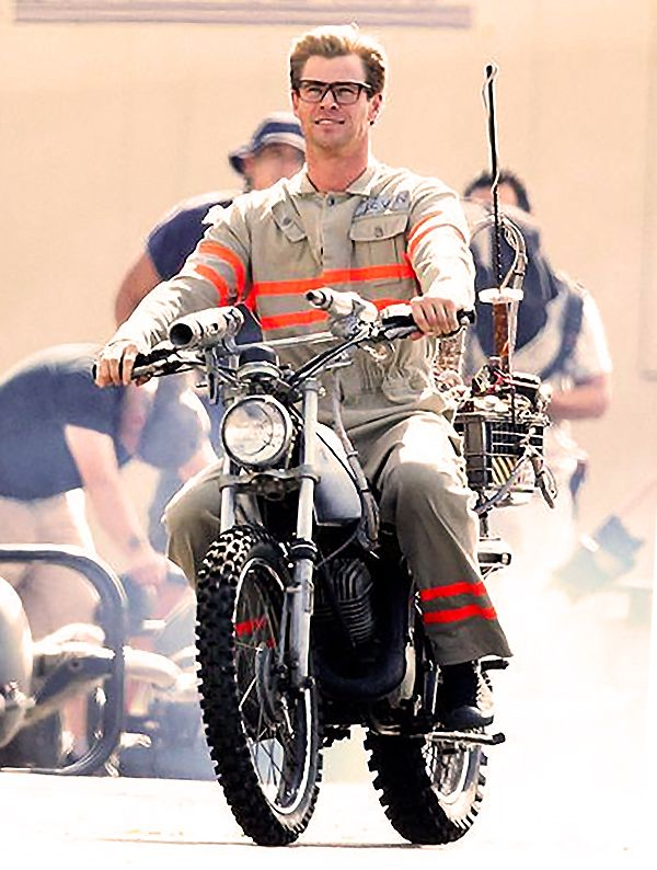Chris Hemsworth on the set of the new 'Ghostbusters' film