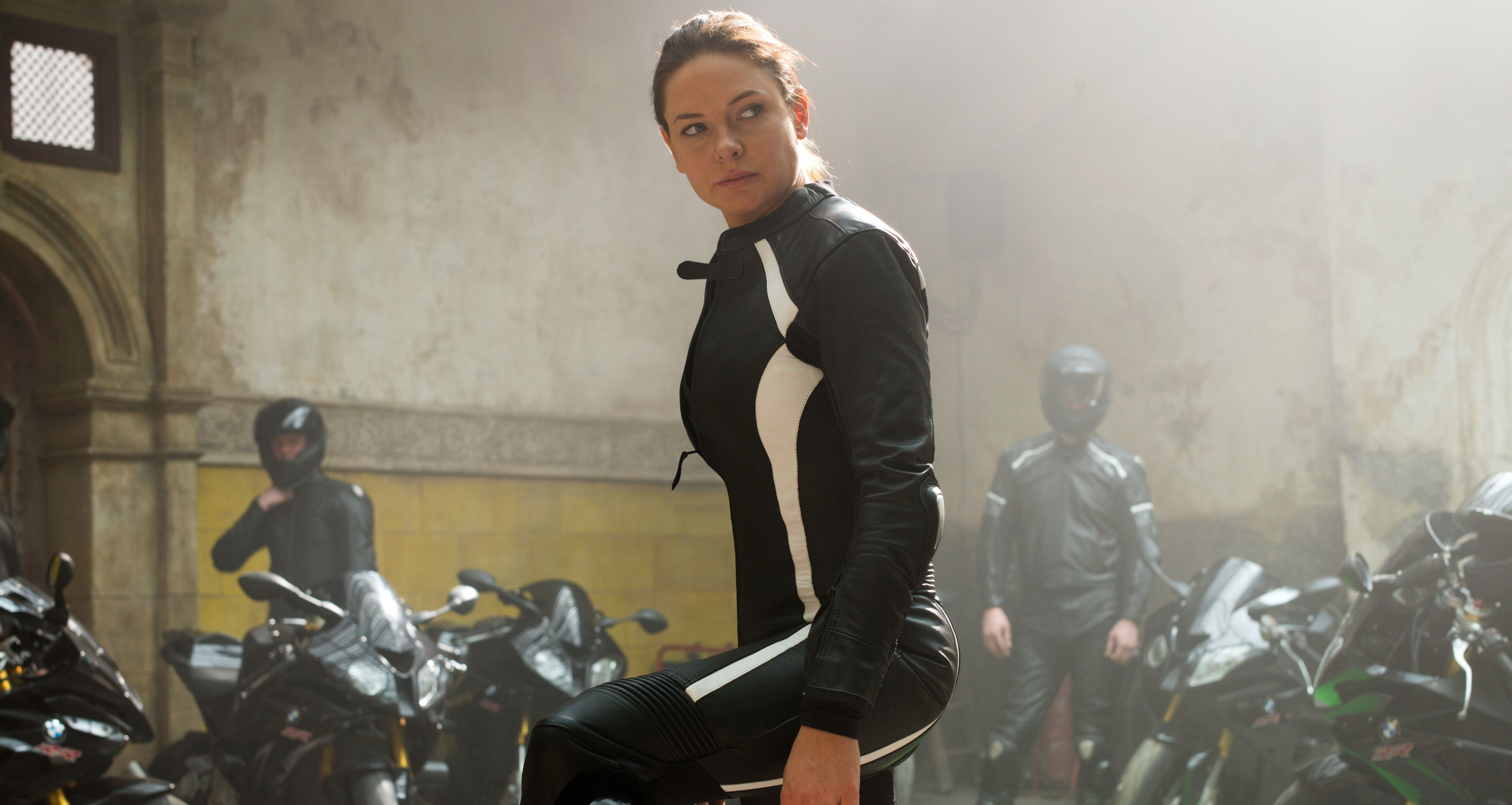 Rebecca Ferguson about to fight bikers in MI Rogue Nation