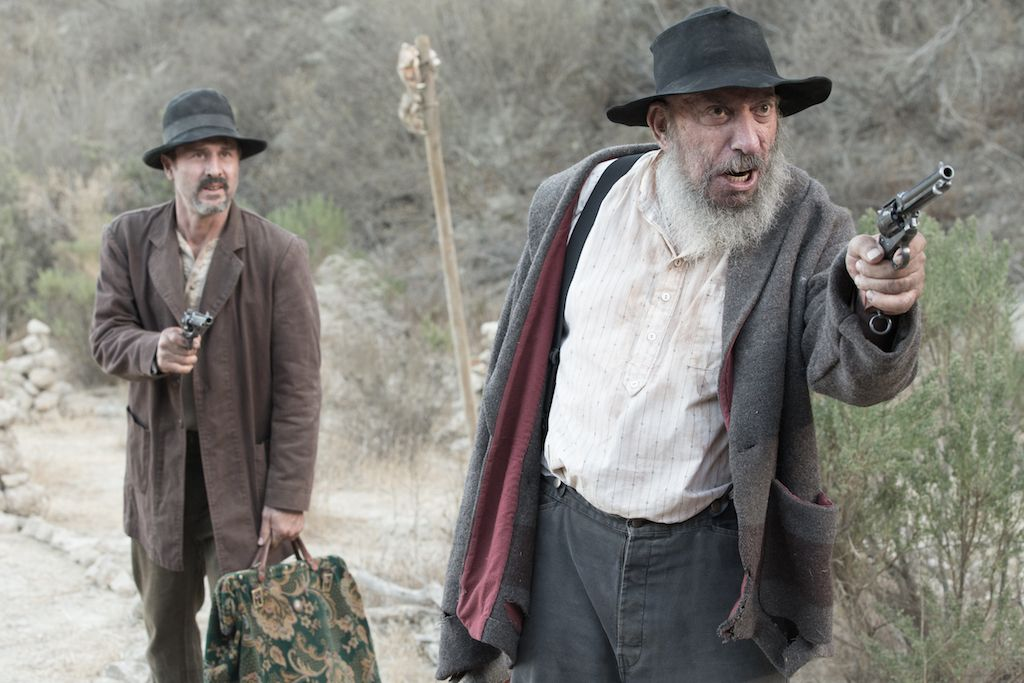 David Arquette and Sid Haig play a couple of dimwitted bandi