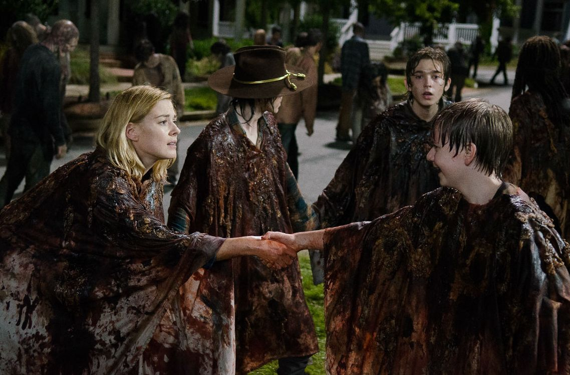 Everything goes wrong in still from The Walking Dead 6X09