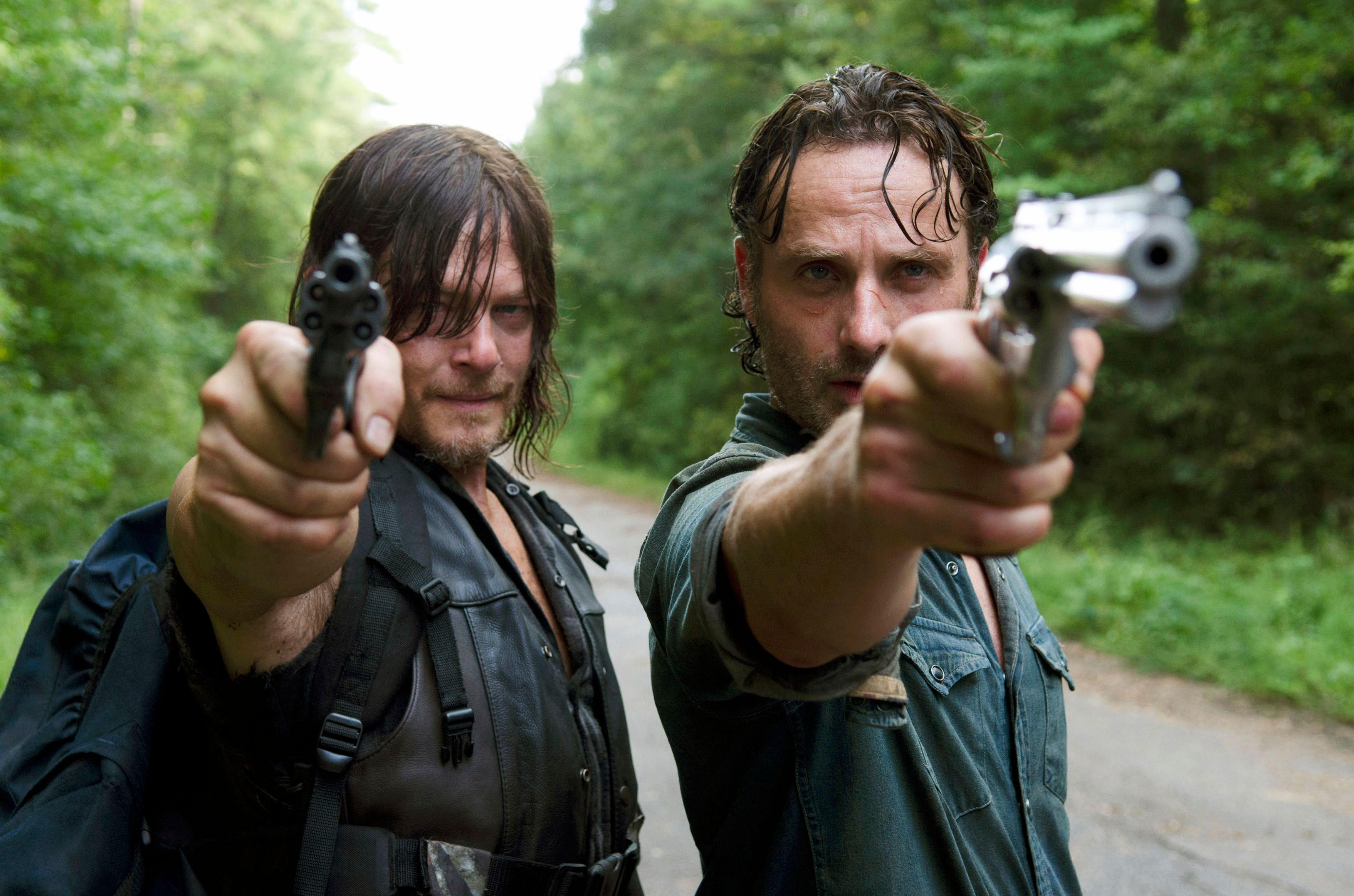 Andrew Lincoln and Norman Reedus in The Walking Dead 6X10