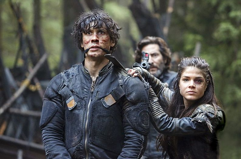 Octavia holds Bellamy hostage as she and Kane negotiate with