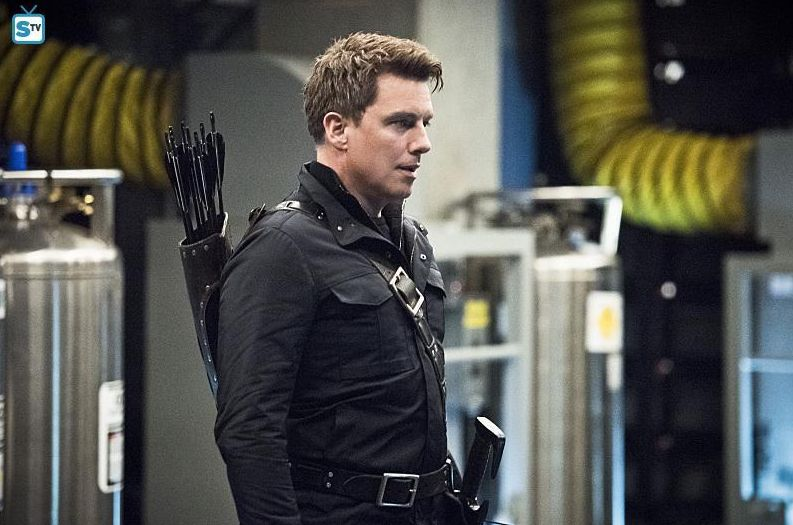 Malcolm Merlyn working with HIVE