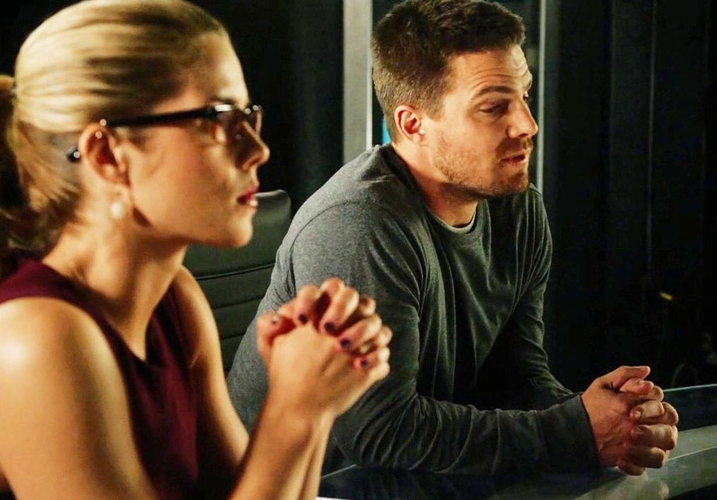 Felicity Smoak and Oliver Queen in Arrow lair   Cultjer