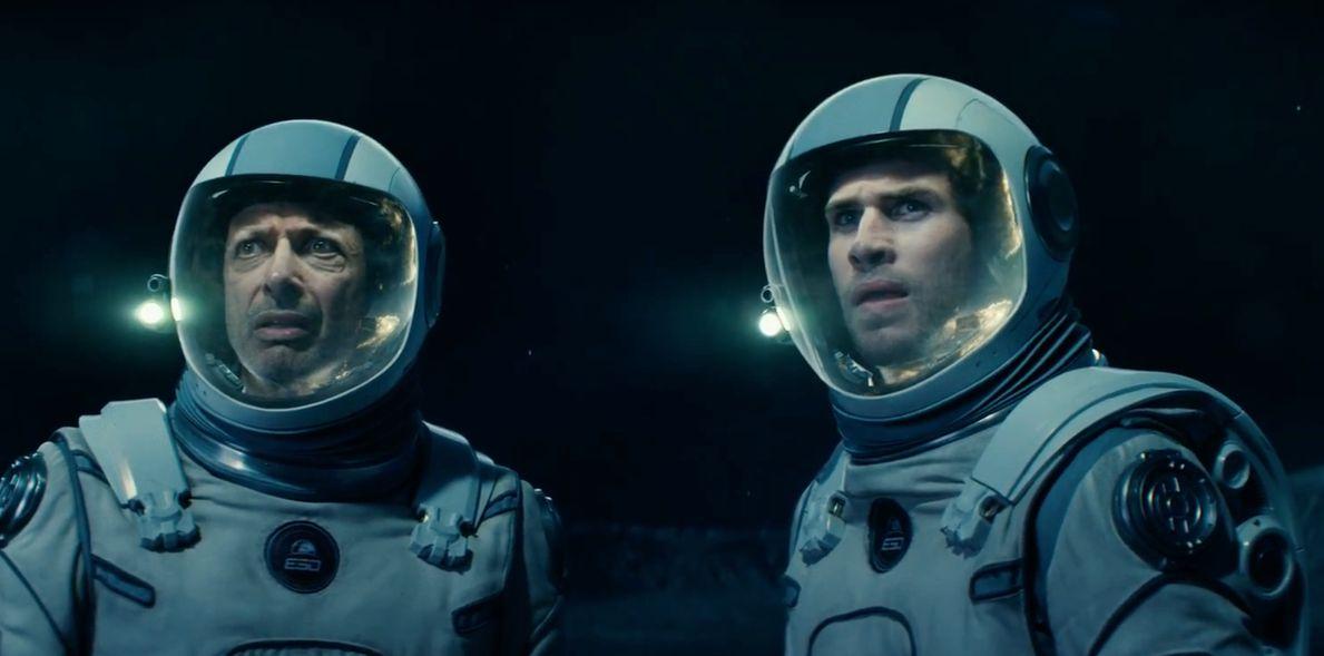 "Jeff Goldblum and Liam Hemsworth in ""Independence Day: Resurgence"""