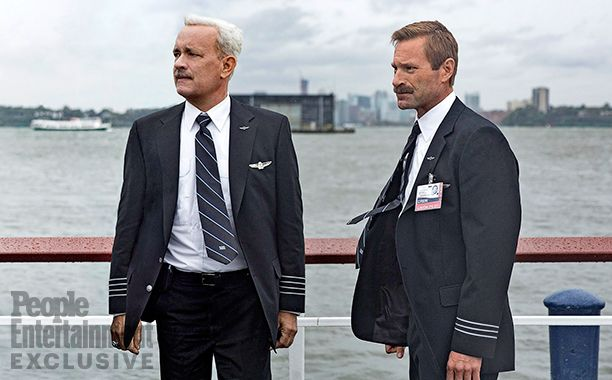"First look photo of Tom Hanks and Aaron Eckhart in ""Sully"""