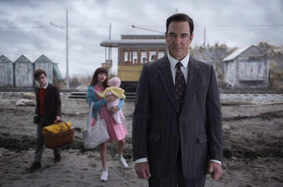 "Patrick Warburton (Lemony Snicket) in ""A Series of Unfortunate Events"""