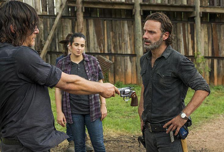 Rick Grimes gets his gun back, S7E8