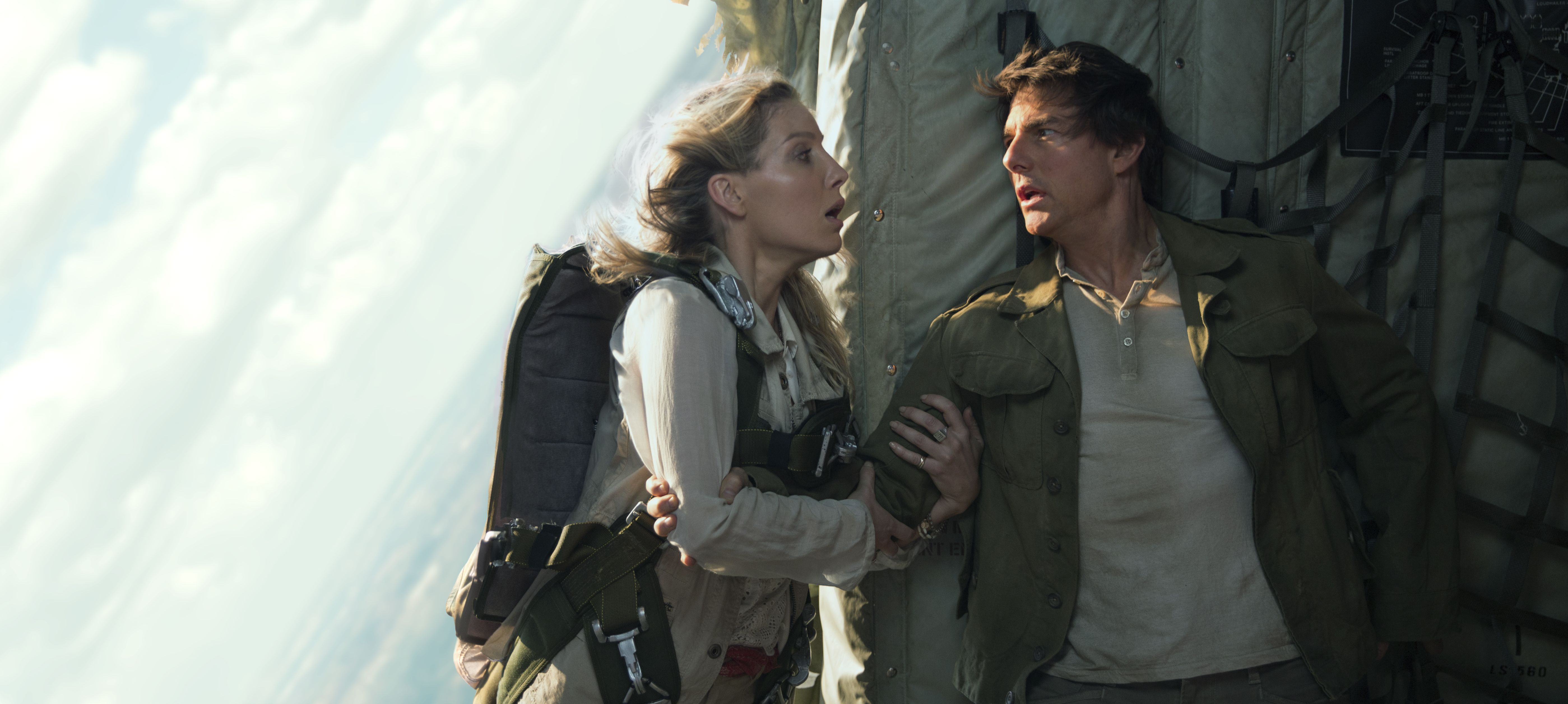 "Annabelle Wallis and Tom Cruise in ""The Mummy"""