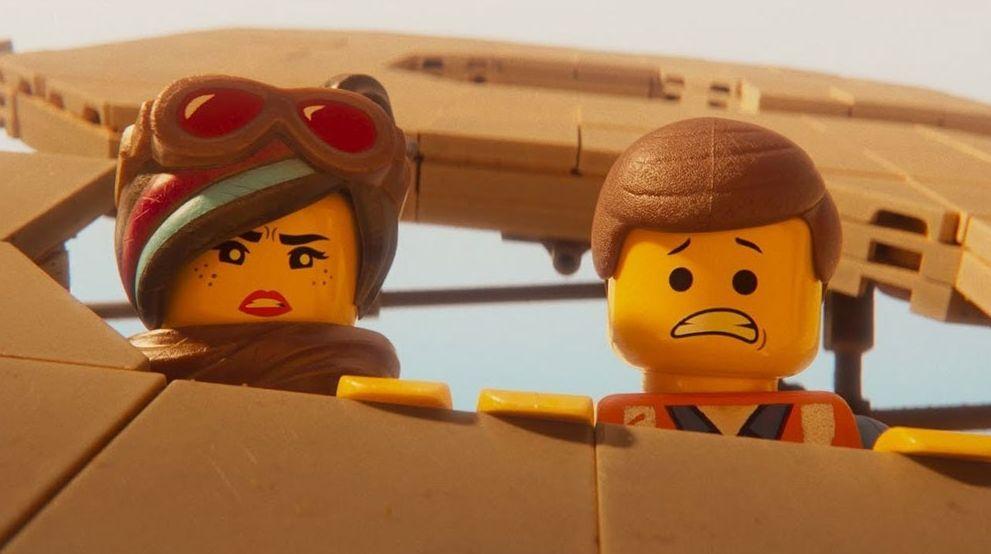 Lucy (Elizabeth Banks) and Emmett (Chris Pratt)