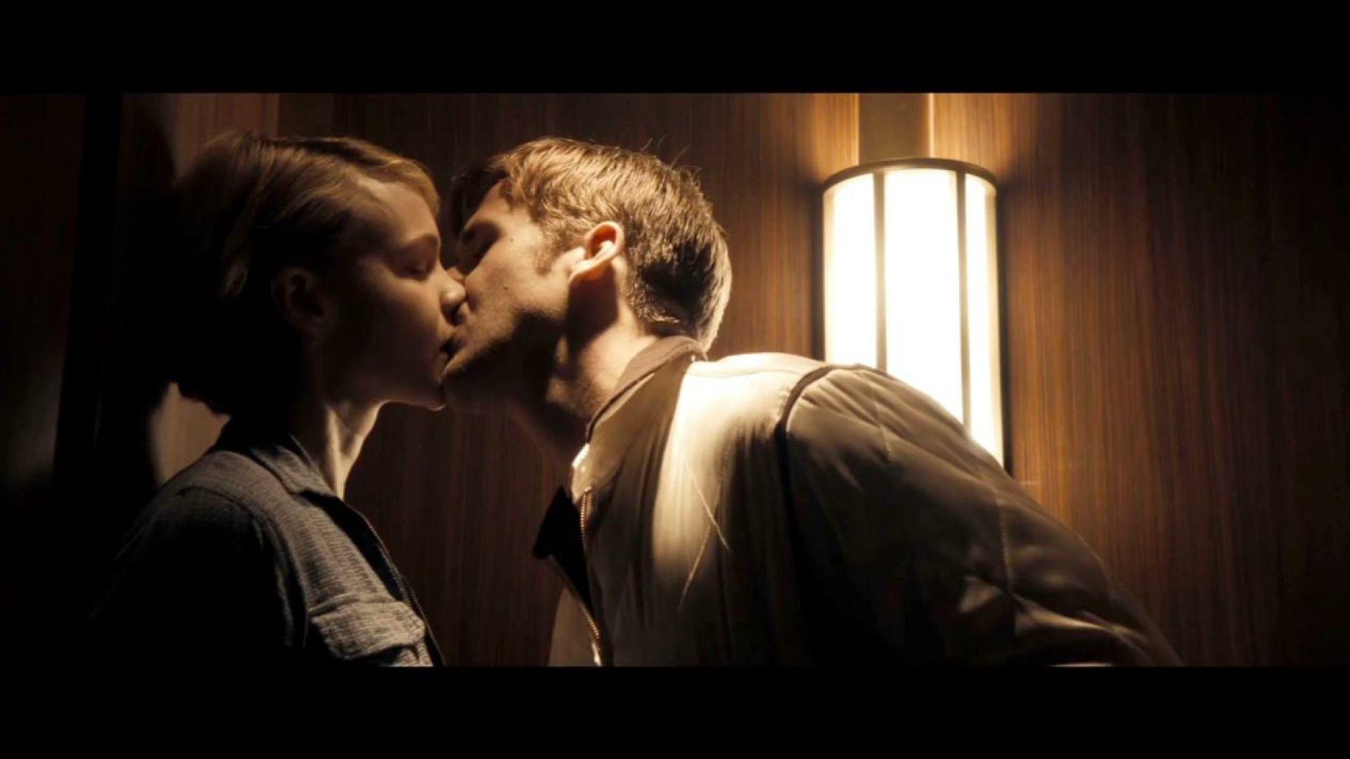 Ryan Gosling and Carey Mulligan kiss in Drive