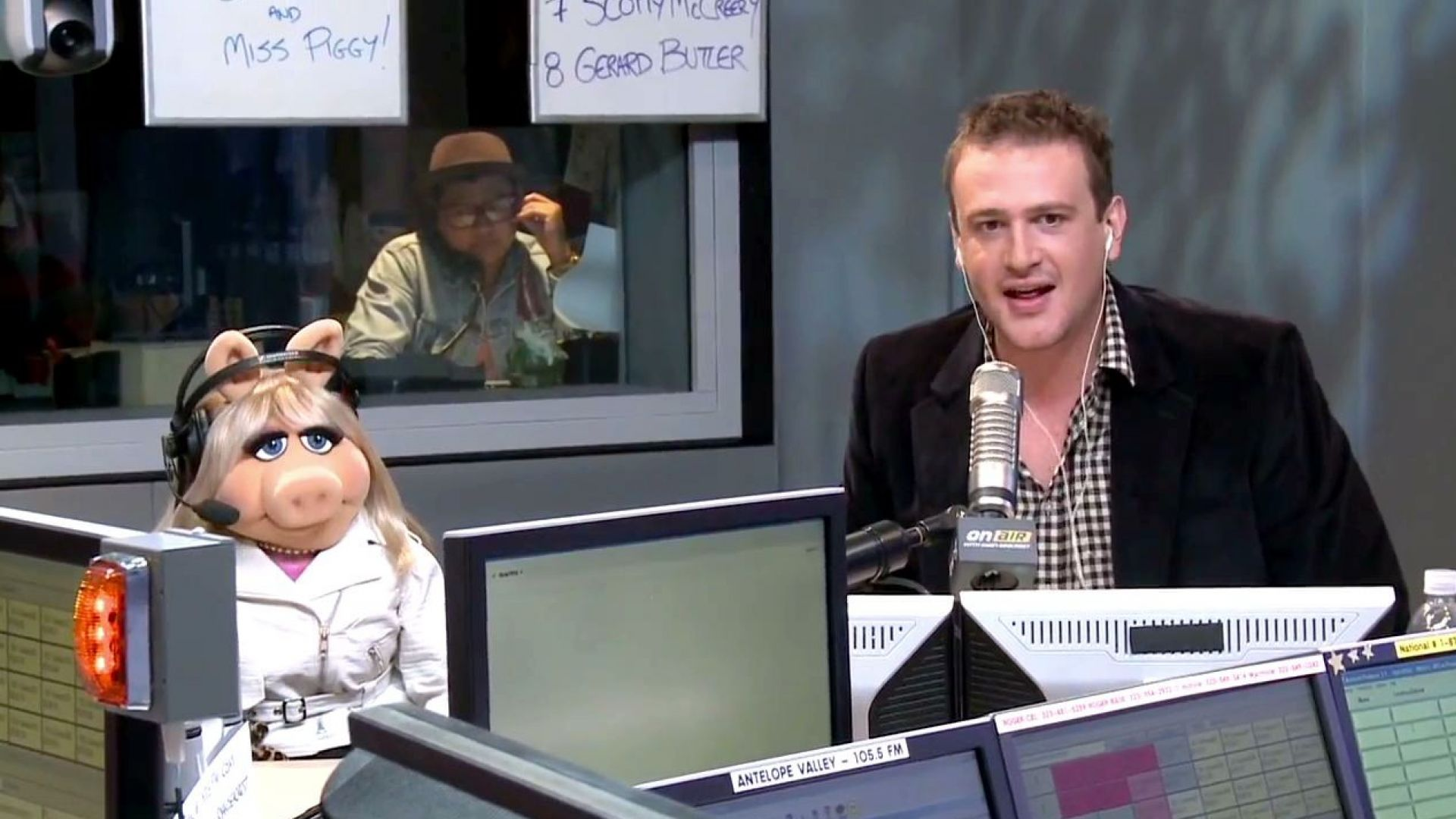Jason Segel and Miss Piggy want a bazillion Facebook likes