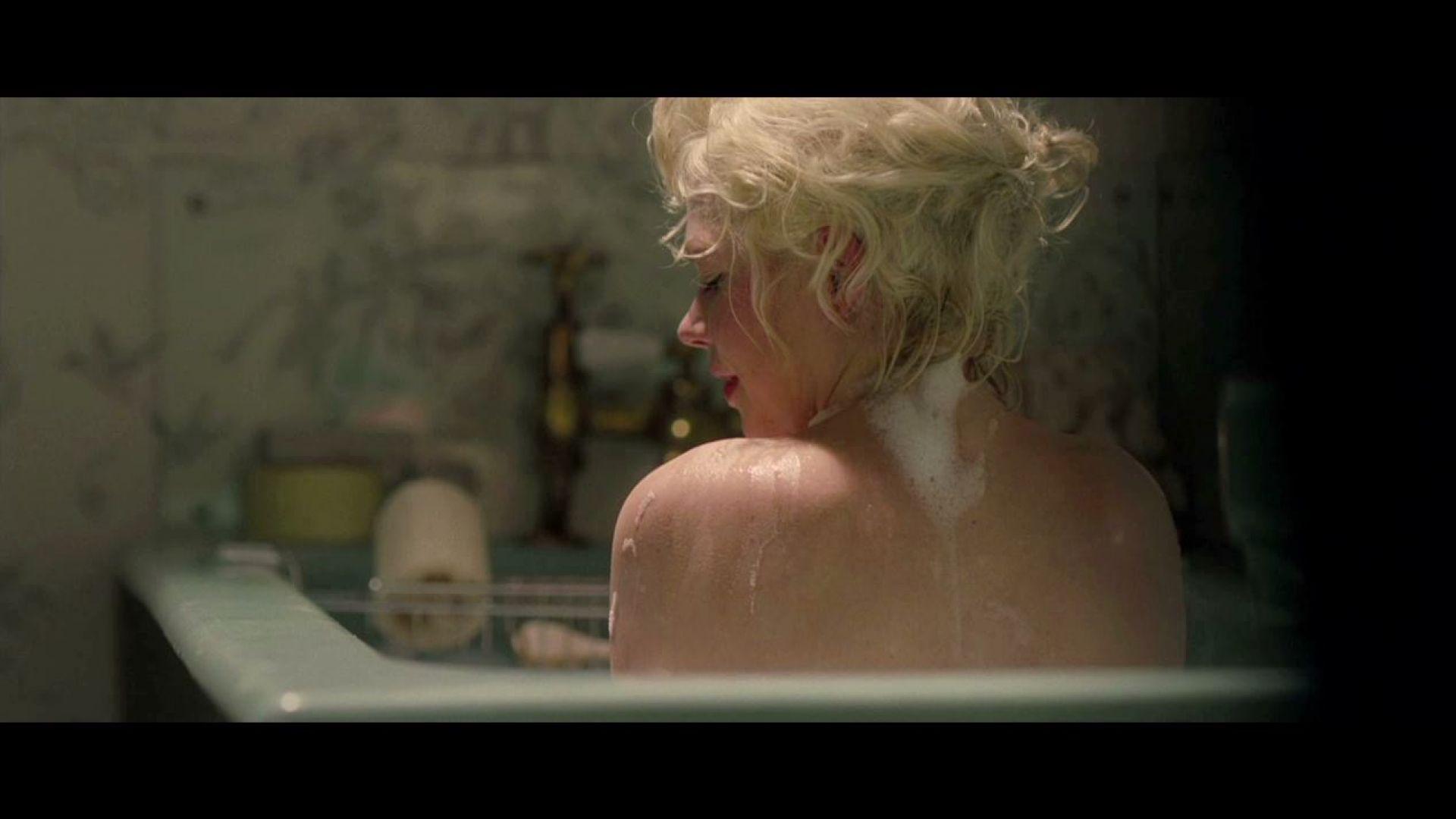 Colin Clark watches Marilyn Monroe in the bathtub in My ...