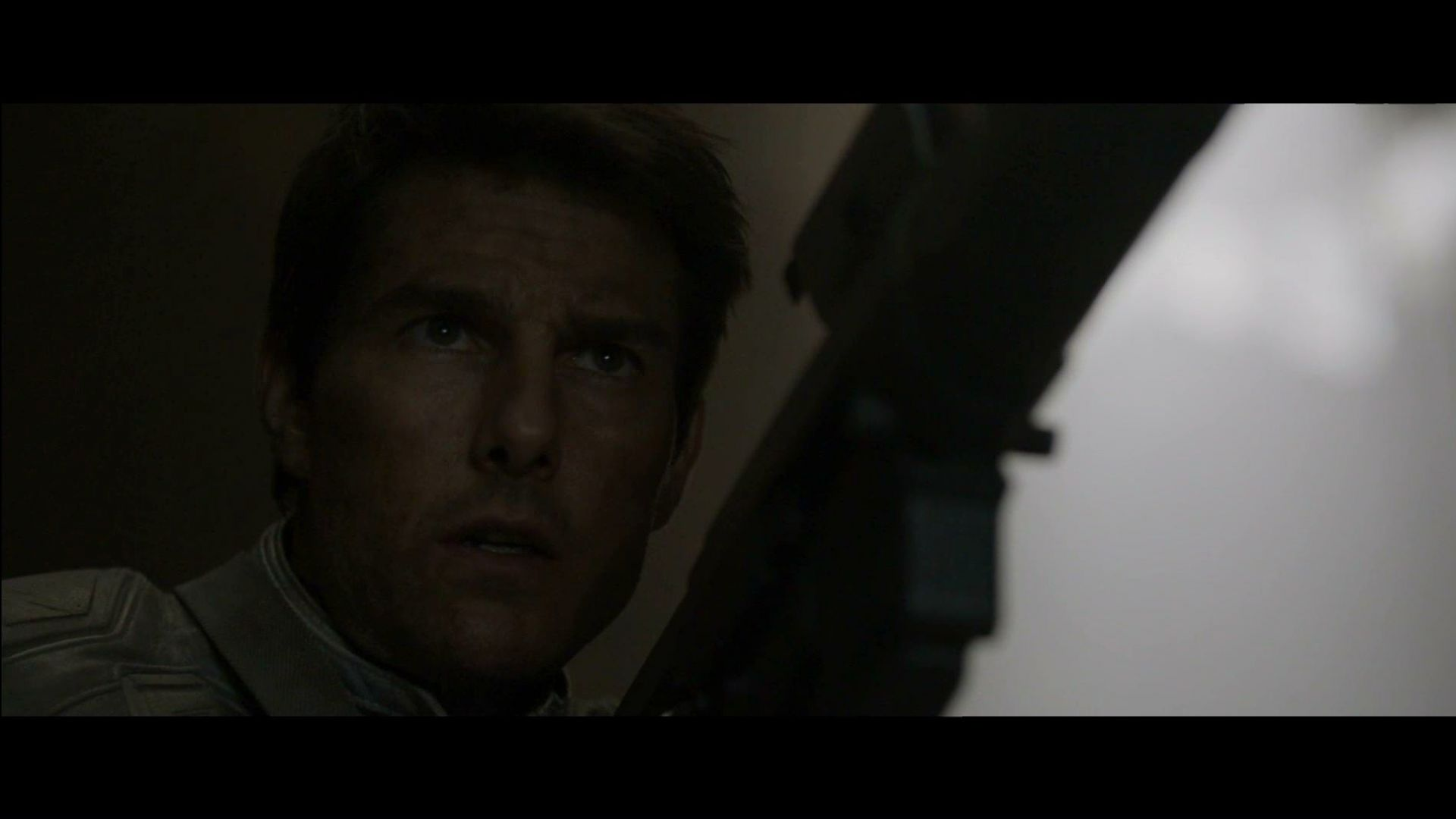 Tom Cruise walks into trap looking for a drone in Oblivion