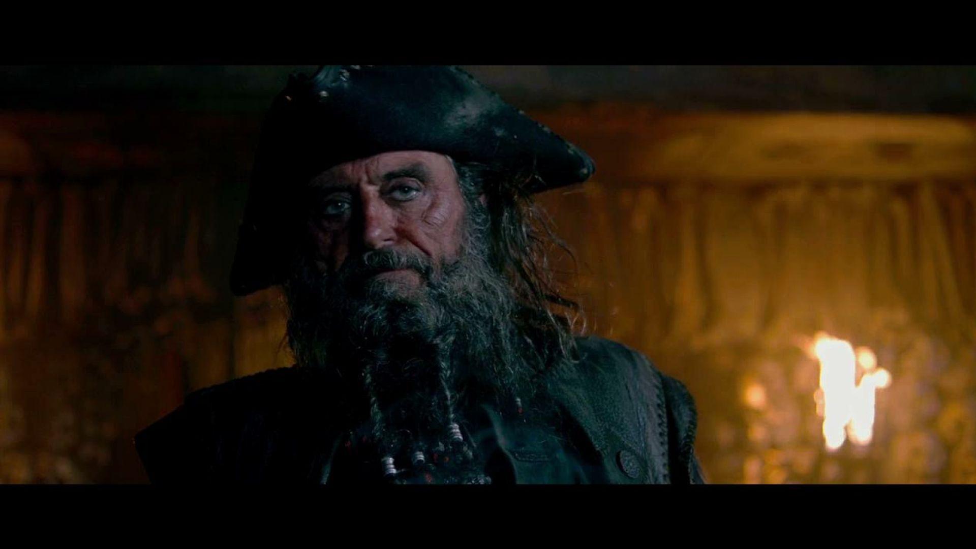 Blackbeard Wakes and Discovers Mutineers, Pirates 4