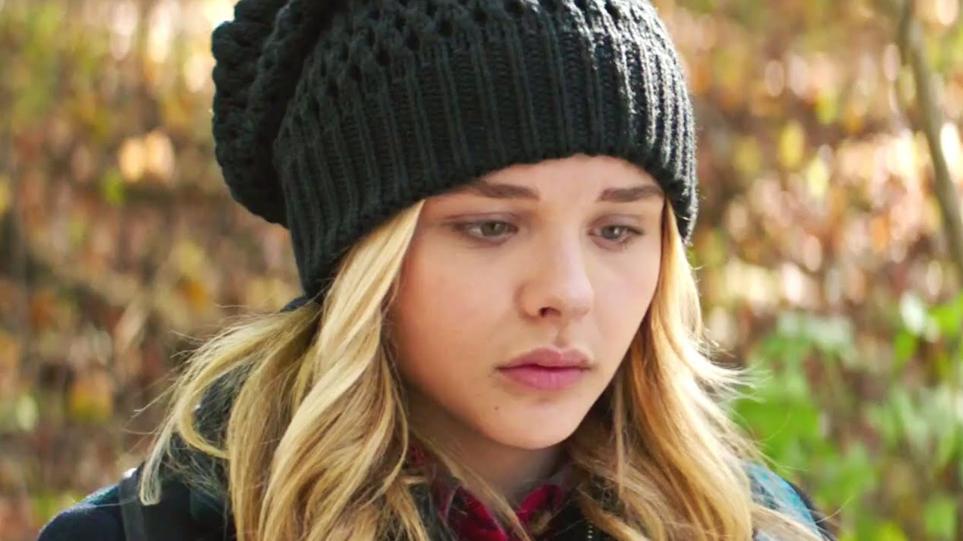 Aliens invade in new trailer for 'The 5th Wave' with Chloe G