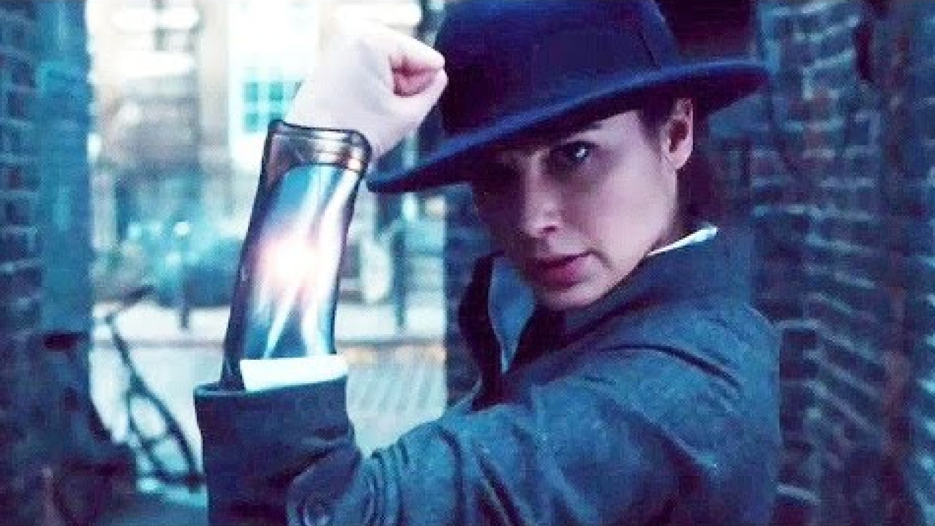 Gal Gadot and Chris Pine fight in the first clip from 'Wonde
