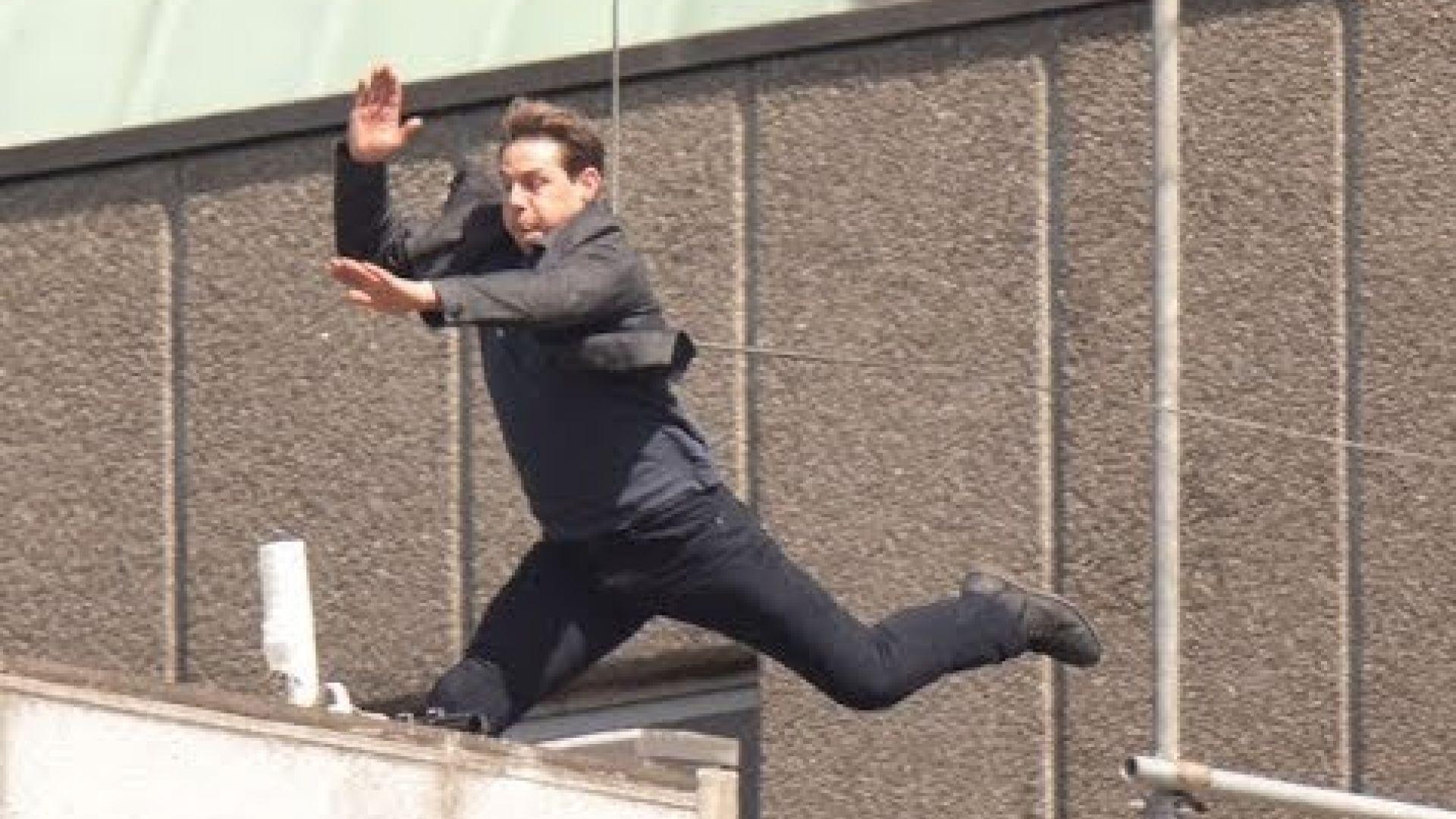 Tom Cruise - TMZ footage 'Mission Impossible 6' Stunt